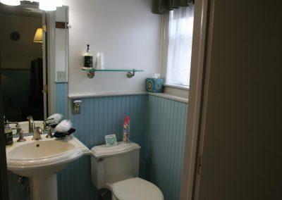 lancaster-rose-bathroom